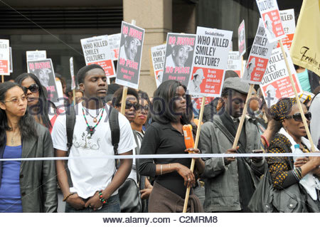 smiley-culture-protest-new-scotland-yard-no-justice-no-peace-who-killed-c2mrm8